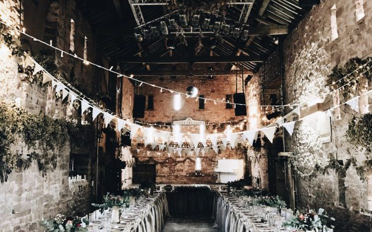 A gorgeous 17th century barn in Herefordshire for wedding hire