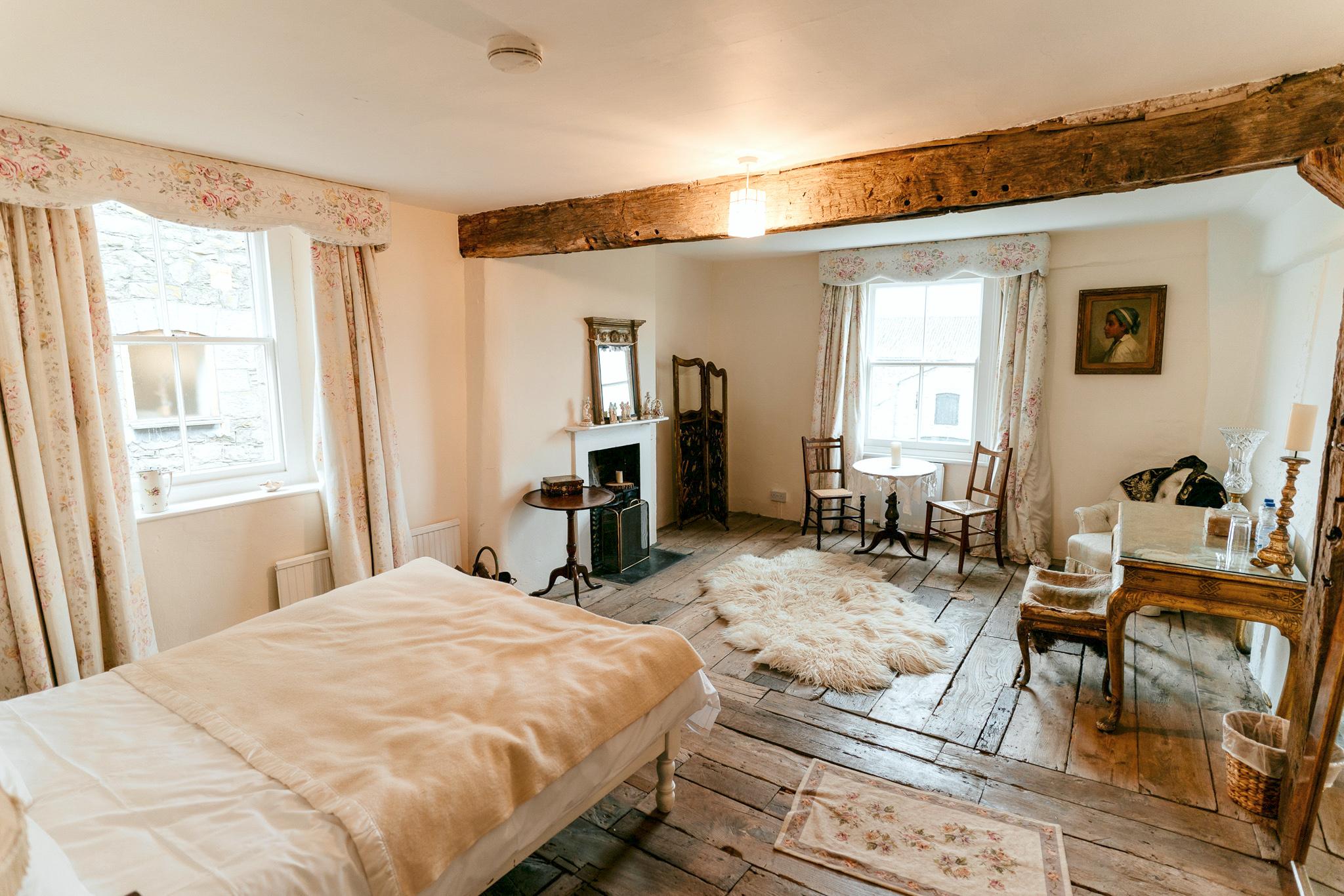 Lyde Court Wedding Venue Herefordshire - Bridal Suite Accommodation - Jarek Lepak Photographer